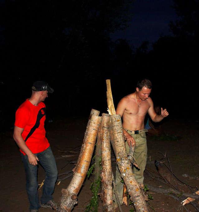 подготовка костра в Балаково