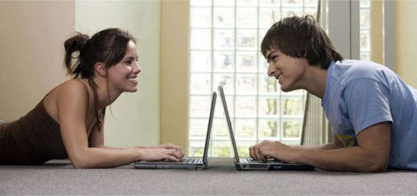 знакомства парня и девушки через интернет