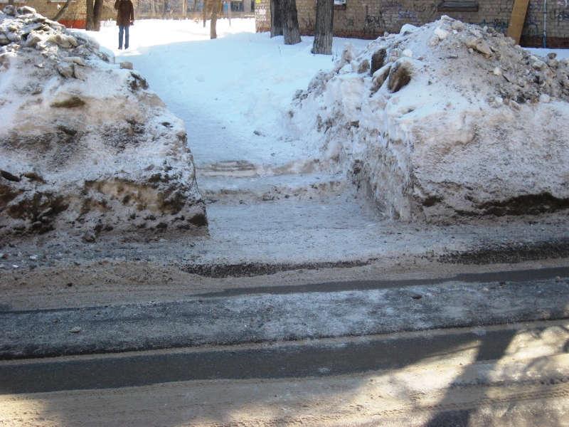 Пешеходный переход около БИТТУ