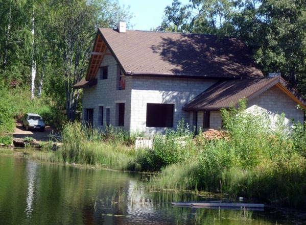 застройка домами вблизи воды