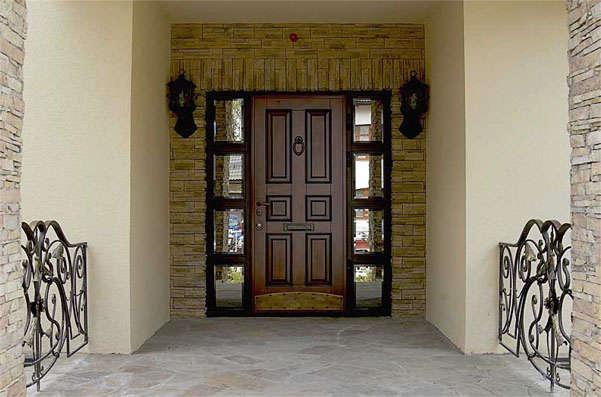 металлическая дверь в доме